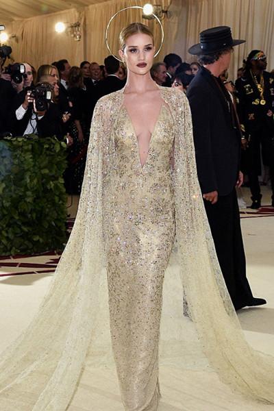 Rosie Huntington-Whiteley i Ralph Lauren-klänning på The Met Gala 2018
