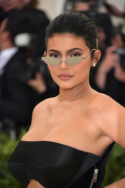 Kylie Jenner i svart klänning på The Met Gala 2018