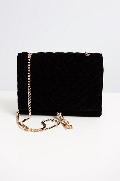 Gina Tricot svart väska Claire med dekorativa detaljer