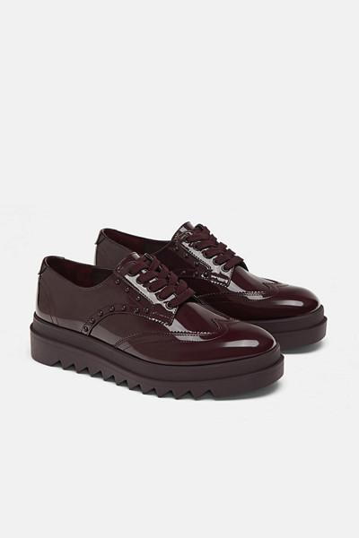 Zara bruna skor med nitar och platå