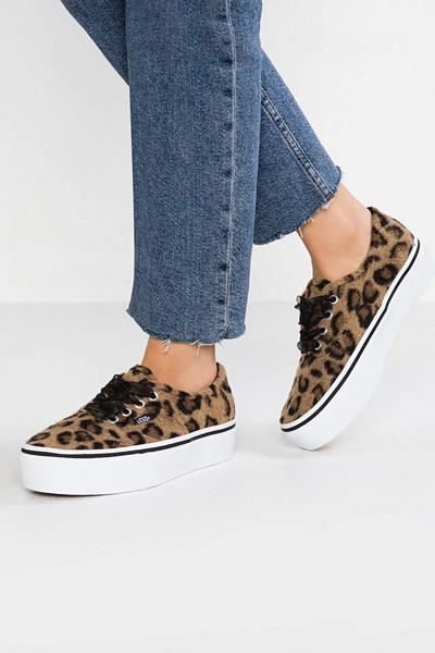 Vans leopardmönstrade sneakers med platå