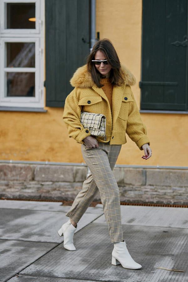 Thérèse Hellström i gult