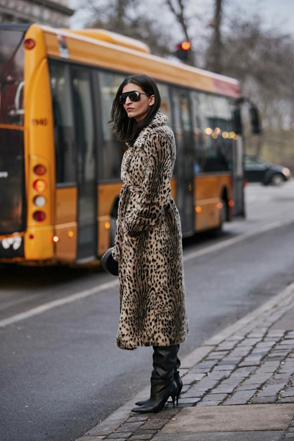 Katarina Petrovic i leopardmönster