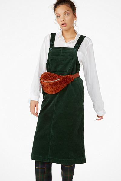 Monki mörkgrön hängselkjol i manchester i längre modell