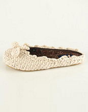 Ruby Brown Knitted slipper pompoms dam i gul