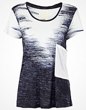 CLOSE by DENIM The Basic Tee AOP