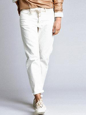 Jeans - CLOSE by DENIM The Boyfriend Jean