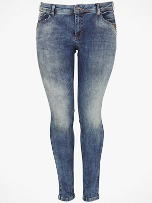 Zizzi Jeans Sanna med nitar