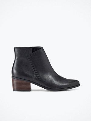 Ellos Boots Premium finns i mocka och skinn