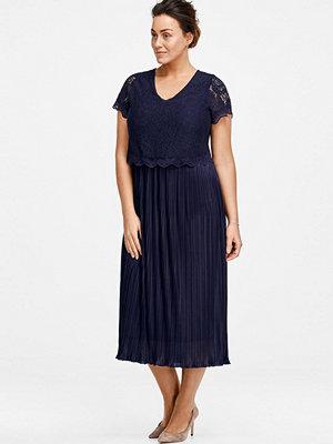 Ellos Klänning med plisserad kjol