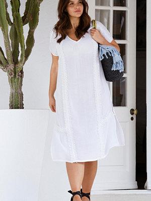 Ellos Vadlång klänning med spetsdetalj