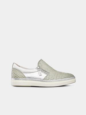 Tamaris Sneakers slip-on med silverdetaljer