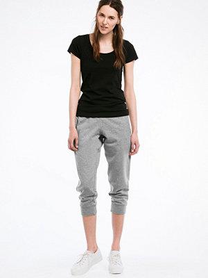 Ellos ljusgrå byxor Sweatshirtbyxa i kortare modell