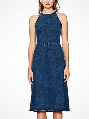 Esprit Klänning i utställd modell