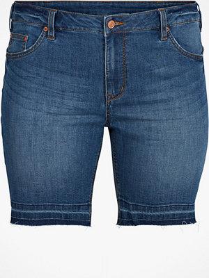 Shorts & kortbyxor - Zizzi Jeansshorts med råa benslut