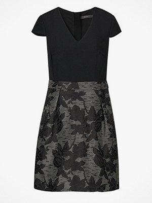 Esprit Klänning med mönstrad kjol