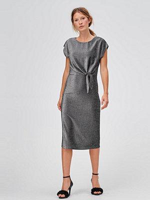 Snygga ljusgrå klänningar online - Modegallerian 3a90693700c05