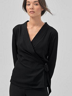 Soaked in Luxury Blus Ashlyn Wrap Shirt