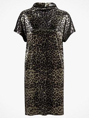Saint Tropez Sammetsklänning Animal Velvet Dress, leopardmönstrad