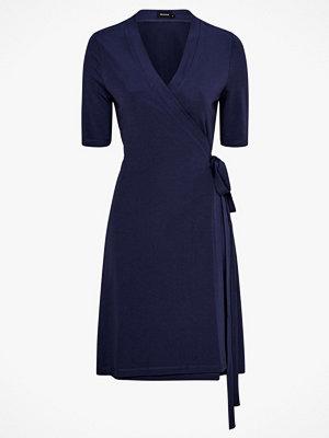 RESIDUS Omlottklänning Abigail Dress