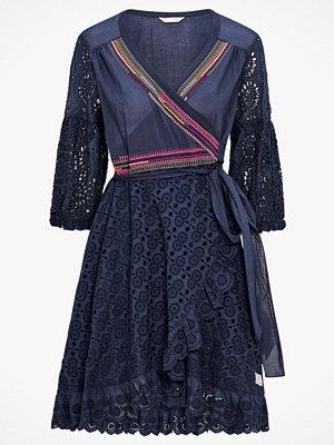 Odd Molly Klänning Two-step Flow Dress