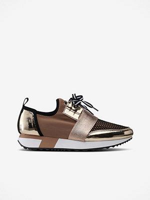 Steve Madden Sneakers Antics