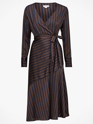 Soaked in Luxury Omlottklänning Gina Striped Wrap Dress