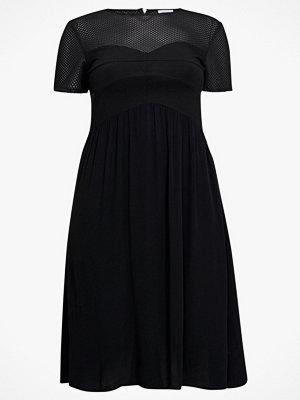 La Redoute Utställd klänning med kort ärm och nätmaterial upptill