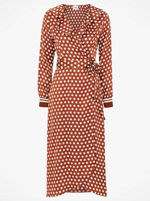 Second Female Klänning Spotty Wrap Dress