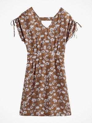 La Redoute Blommönstrad klänning i halvlång, rak modell