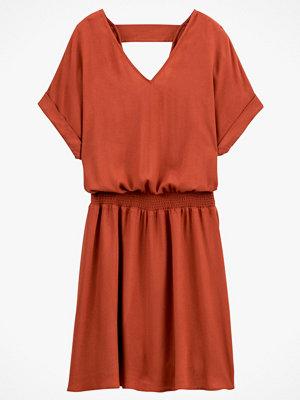 La Redoute Utställd klänning med V-ringning och kort ärm