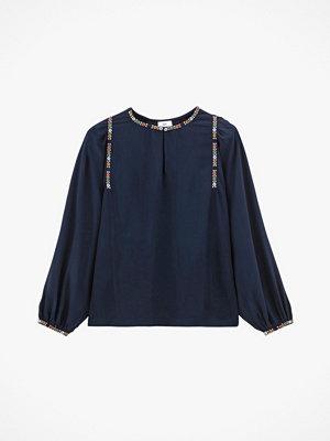 La Redoute Blus med liten ståkrage och lång ärm