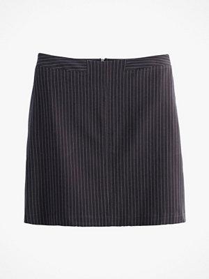 La Redoute Kritstrecksrandig kjol i kort, rak modell