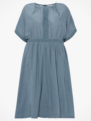 La Redoute Rak klänning med brodyr och spetsdetaljer