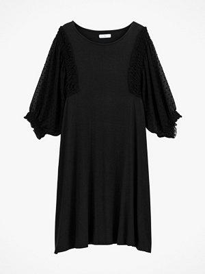 La Redoute Utställd klänning med vid halsringning och trekvartslång ärm