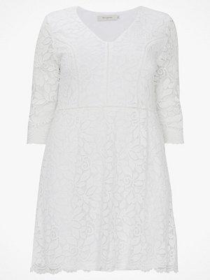 Only Carmakoma Spetsklänning carSamant 3/4 Lace Dress