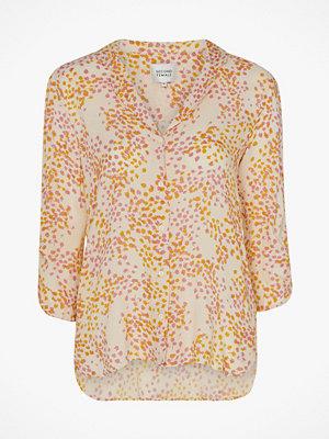 Second Female Blus Dandelion SS Shirt