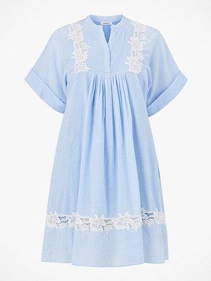 La Redoute Smalrandig klänning med engelsk brodyr