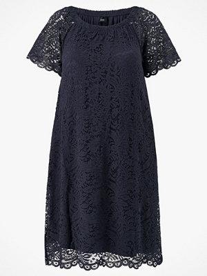 Zizzi Spetsklänning mConnia Off Shoulder