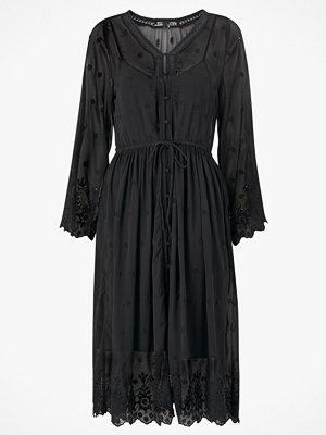 Vero Moda Klänning vmJasmine 7/8 Emb Calf Shirt Dress