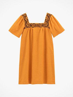 La Redoute Rak klänning med brodyr i halsringningen