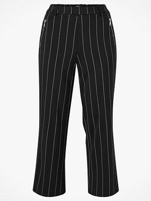 Zizzi Byxor jMaddison Long Pant från Zizzi. Skön modell med vida, raka ben och påsydd linning som har häll svarta randiga