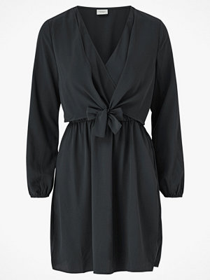 Jacqueline de Yong Klänning jdyPita L/S Tie Dress