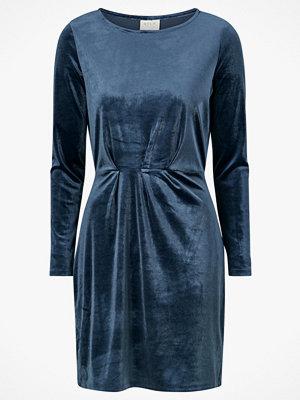 Vila Sammetsklänning viMInny Velvet L/S Detail Dress