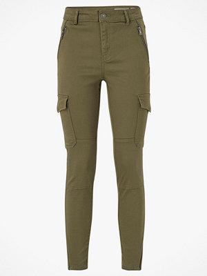 Vero Moda Cargobyxor vmHot Seven MR Slim Cargo Ankle Pants omönstrade
