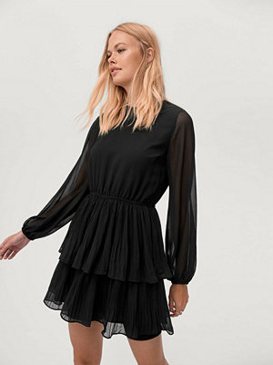 Gina Tricot Klänning Amber Pleated Dress