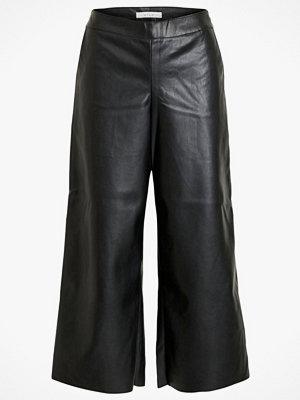Vila Byxor viPen RWRX Cropped Coated Pants svarta