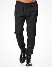 Byxor - Whyred Young II Tech Wool 090 Black