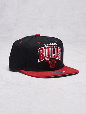Mitchell & Ness Team Arch Snapback Chicago Bulls Black/Red