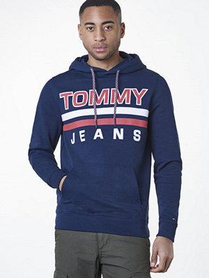Street & luvtröjor - Tommy Jeans Essential Graphic Hoodie 002 Black Iris